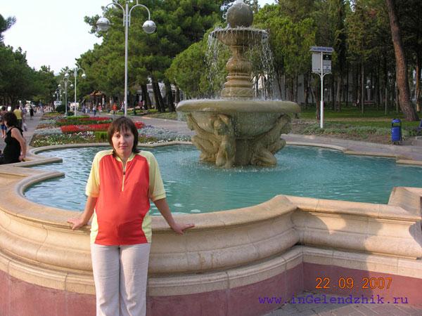 Геленджик 2007 сентябрь, на набережной у фонтана