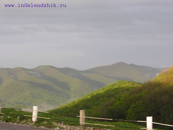 Новороссийск 2008 апрель. Вид со смотровой площадки на горы
